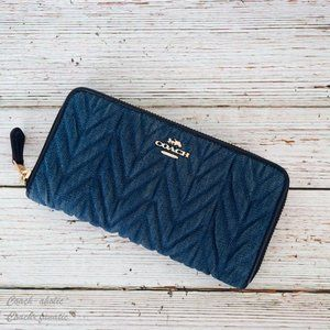NWT Coach Accordion Zip Wallet with Quilting